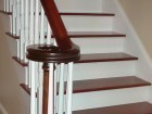 Plank tradition mahogany stained / white risers